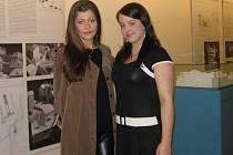 Mladé pěvkyně Ivana Klimentová a Adéla Lučanská (na snímku zleva) se představí v nové inscenaci O Rusalce, která bude mít premiéru o víkendu v rámci Smetanovských dnů, a to ve foyer plzeňského Velkého divadla