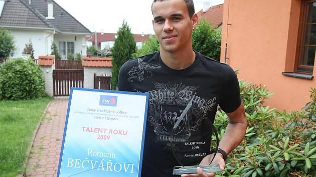 Titulem Talent roku 2009 se může pyšnit jednadvacetiletý plzeňský házenkář Roman Bečvář. V uplynulé sezoně patřil k tahounům extraligového celku a byl jeho nejlepším střelcem