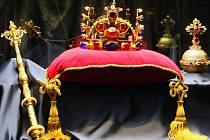 Putovní výstava věnovaná korunovačním klenotům, jež nechal zhotovit Karel IV., dorazila do Plzně.