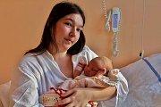 Adéla Košťálová se narodila 5. ledna v 15:30 mamince Kristýně a tatínkovi Jiřímu ze Spáleného Poříčí. Po příchodu na svět v rokycanské porodnici vážila jejich prvorozená dcerka 3530 gramů a měřila 49 cm.