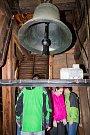 Zahájení turistické sezóny 2017 v Nepomuku. Návštěvníci uvnitř věže kostela sv. Jakuba.