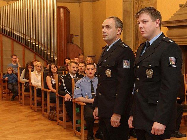 Ocenění policistů a záchranářů za mimořádný čin. Na snímku policisté Karel Krosnař a David Mayer