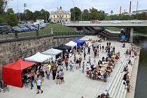Festival lokální gastronomie Tuto jídlo na náplavce pod mostem U Jána.