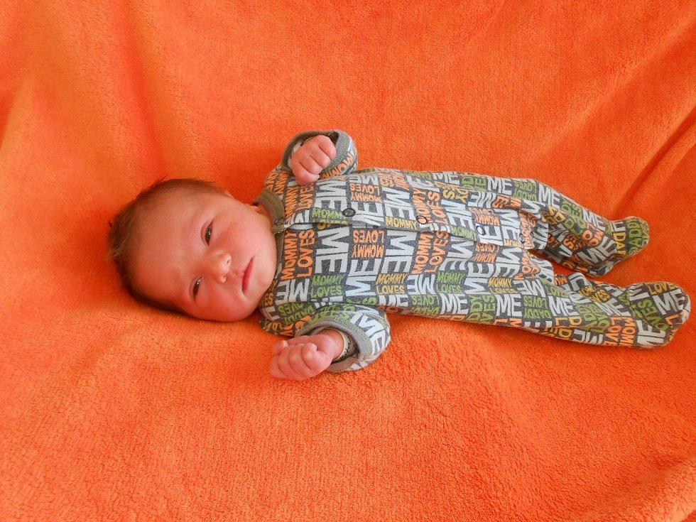 Tadeáš Z. přišel na svět v domažlické porodnici 11. dubna 2021. Při narození vážil 3180 gramů a měřil 48 centimetrů).