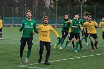 FOTBALOVÉ PŘEŠTICE (hráči ve žlutém) na úvod přípravy podlehly favorizovanému Sokolovu.