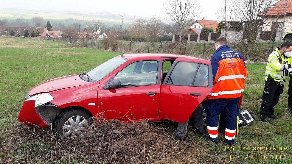 Havárie osobního vozu v Tulipánové ulici v Plzni.