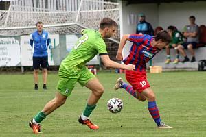 5. kolo FORTUNA ČFL, skupina A: FK Loko Vltavín (zelení) - Viktoria Plzeň B (červenomodří) 3:1 (2:1).