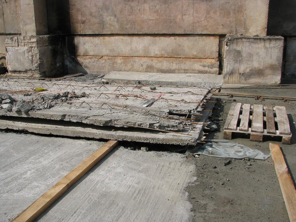 Takovéto betonové panely se v hale vyráběly