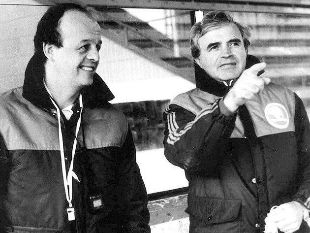 Stříbro se Sýkorou. Největší trenérský úspěch si Václav Ruprecht (vpravo) připsal v sezoně 1991/92. Jako asistent Marka Sýkory (vlevo) se podílel na tažení tehdejší Škody Plzeň až do finále federální ligy. Tam už byl lepší Trenčín.