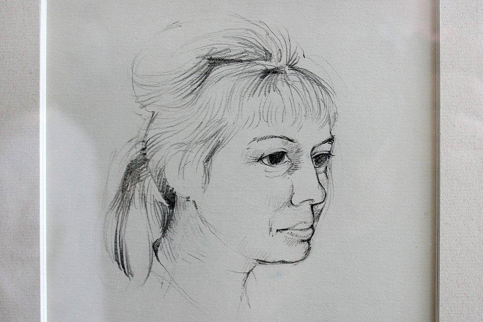 Vladimír Havlic měl chatu ve vísce Nebřeziny nedaleko Plas, kde navštěvoval rodinu Mutinských. Na snímku je portrét matky Pavla Mutinského z roku 1973.