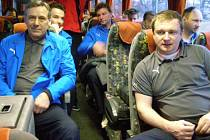 Viktorii Plzeň čeká v neděli na Kypru první zápas. Nastoupí proti bulharskému CSKA Sofia. Na snímku Pavel Vrba (vpravo) a jeho asistent Josef Čaloun (vlevo) při odjezdu na soustředění