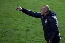 Marně burcoval trenér Adrian Guľa svoje svěřence ve Zlíně, kde prohráli 0:1.