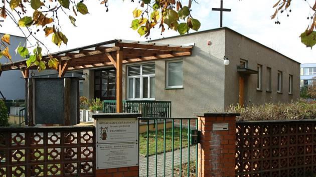 Františkáni sídlí v prostorách bývalé mateřské školy v Komenského ulici na Lochotíně. Poblíž objektu, který se dočká nástavby, bude stát nový kostel