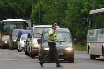 Motoristé se zřejmě světelné signalizace na křižovatce ulic U Velkého rybníka a Na Roudné nedočkají