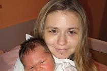 Veronice Johnové a Janu Zbořilovi z Přeštic se 30. listopadu pětatřicet minut po půlnoci narodil v Mulačově nemocnici syn Radeček (4,40 kg/53 cm), na kterého se doma těší dva sourozenci – tříletá Karolínka a o dva roky starší Vašík