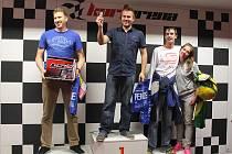 Superfinále motokárové velké ceny v KartAreně pod mostem Milénia v Plzni