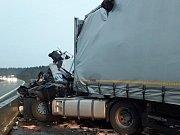 Nehoda dvou kamionů na dálnici D5 u Heřmanovy Huti