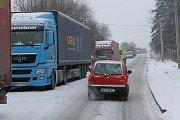 Nehoda nákladního automobilu v úterý ráno zablokovala průjezd jihoplzeňskými Kasejovicemi
