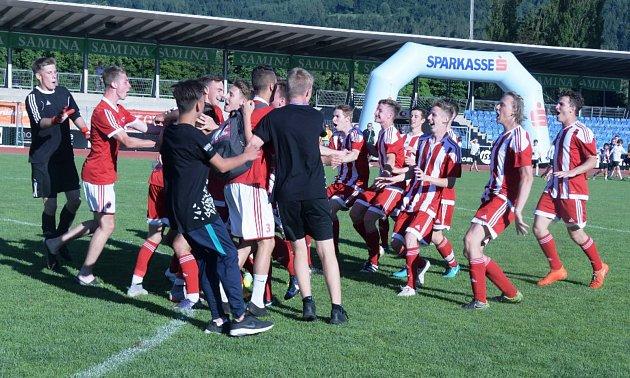 Mladí fotbalisté SK Petřín Plzeň slavili úspěchy na mezinárodním turnaji v rakouském Bregenzu.
