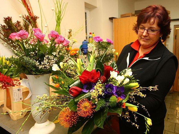 Jarní květiny mizely v sobotu z pultů plzeňských květinářství. V neděli 8. března je totiž v kalendáři Mezinárodní den žen.