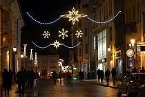 Vánoční výzdoba ve Františkánské ulici v Plzni