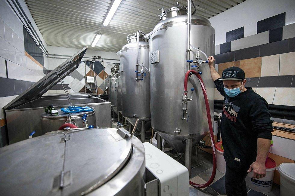 Zatímco v ležáckých CK (cylindrokonických) tancích jsou piva již po fázi kvašení, připravené ke stáčení.