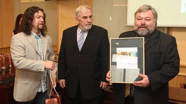 Starosta Němčovic na Rokycansku Karel Ferschmann (na archivním snímku vpravo)