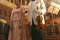 Houslový virtuos Josef Suk spolu s klavíristkou Irinou Kondratěnko koncertoval ve Velké synagoze v Plzni