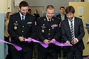 Ředitel věznice Bory Petr Vlk (vlevo), generální ředitel Vězeňské služby České republiky Petr Dohnal (uprostřed) a ministr spravedlnosti Robert Pelikán (vpravo)