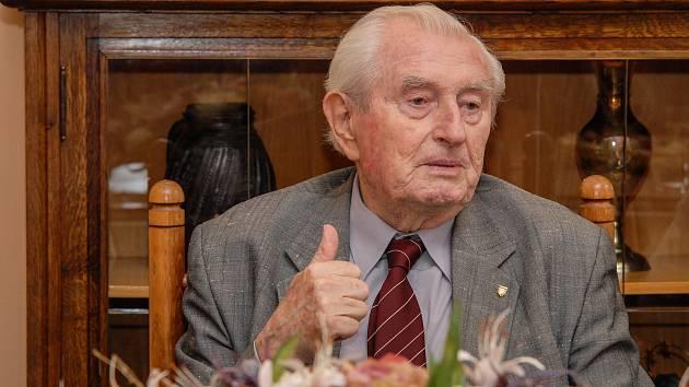 Bývalý trenér československé volejbalové ženské reprezentace Stanislav Šneberger zemřel ve věku 91 let.