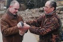 Stý tučnák humboldtův narozený v plzeňské zoo dostal od náměstka primátora Martina Zrzaveckého jméno Kuba