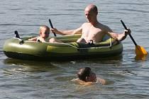 Kvalita vody ve Velkém boleveckém rybníku není zvlášť poblíž pláže Ostende dobrá. Přesto si tento rybník vybírají k letní rekreaci stovky Plzeňanů