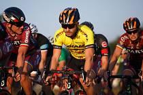 Tomáš Holub (ve žlutém)