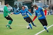 Fotbalisté Viktorie Plzeň (modré dresy) porazili na hřišti v Luční ulici druholigový baník Sokolov 3:2