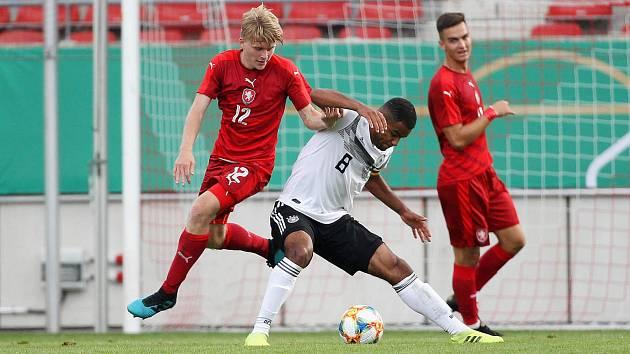 Fotbalista Pavel Šulc při utkání v Německu.