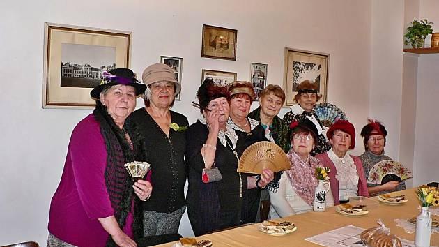 Členky dámského klubu slavily 100 let republiky v r. 2018
