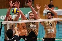 Čeští volejbalisté přehráli v pátek vpodvečer ve svém prvním utkání druhé části kvalifikace o postup na mistrovství Evropy celek Rumunska za hodinu a jedenadvacet minut 3:0