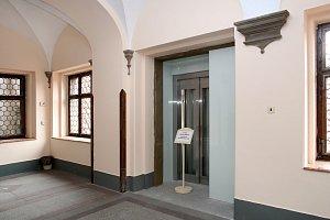 Plzeňská radnice bude mít výtah.