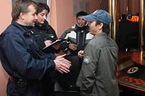 Policejní razie na cizince v ubytovnách a hernách v Plzni