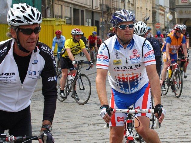 Cyklisté se na cestě do Prahy zastavili v Plzni