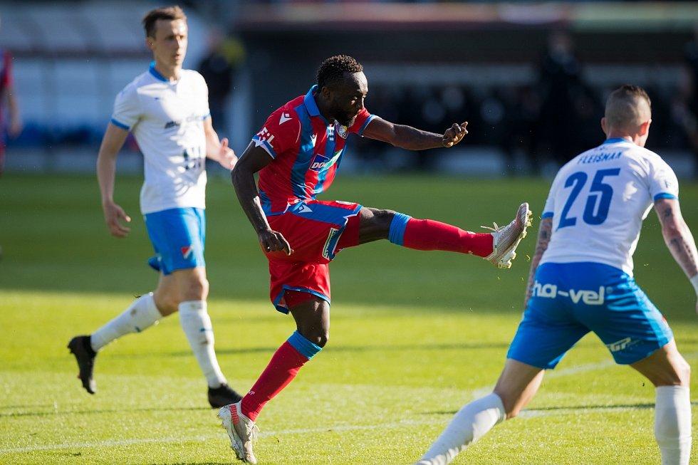 Joel Kayamba při domácím zápase s Ostravou.