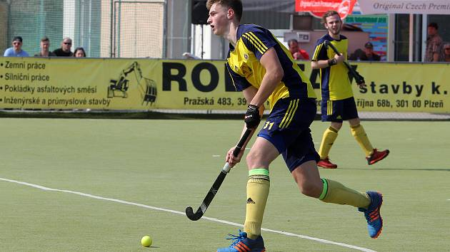 Přes své mládí patří Adam Uhlíř již řadu let k oporám pozemních hokejistů Litic i mládežnických reprezentací.
