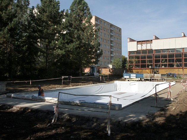 Rekonstrukce vnějšího bazénu na Lochotíně
