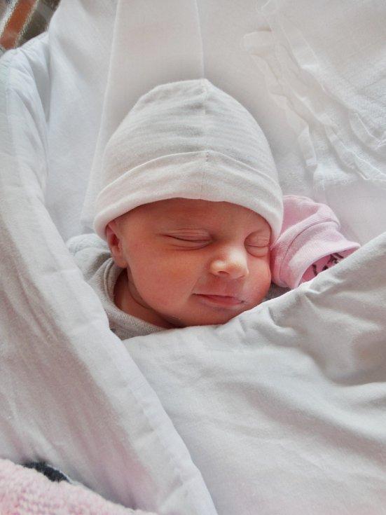 Eliška Hrušínková se narodila 30. dubna ve 12:23 mamince Lence a tatínkovi Martinovi zPlzně. Po příchodu na svět vplzeňské FN vážila jejich prvorozená dcerka 2480 gramů a měřila 45 centimetrů.