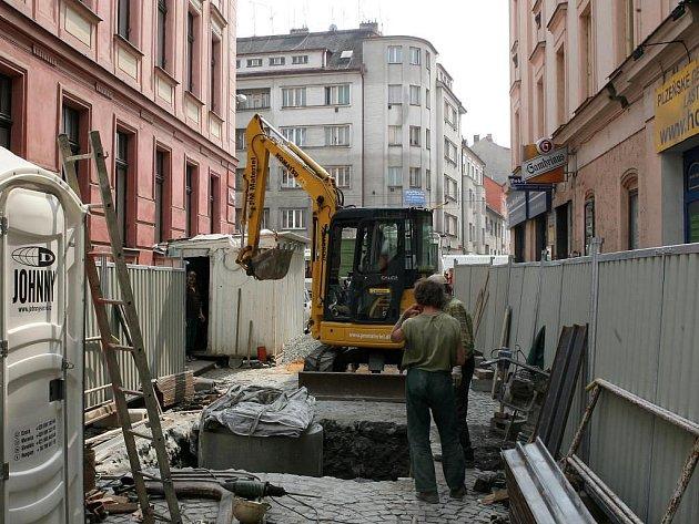 V Martinské ulici začali dělníci s výměnami inženýrských sítí, po rekonstrukci tu bude pěší zóna s posezením před restauracemi