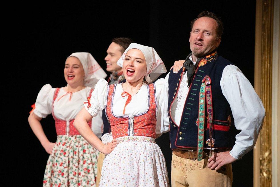 Do programu Plzeňáci Plzeňákům, který na neděli 25. dubna připravil centrální plzeňský obvod s Divadlem J. K. Tyla, vystoupí i lidový soubor Mladina.