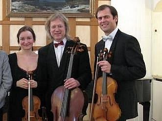 Zanetto trio ve složení (zleva) Radka Beranová (housle), Petr Hejný (violoncello) a Zbyněk Paďourek (viola) vystoupí v osmnáctém ročníku Haydnových hudebních slavností 16. září