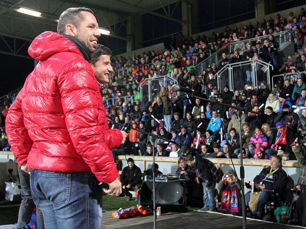 Na stadionu zněly koledy, zpíval i Pavel Horváth