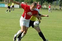 V barážovém duelu mezi Luby a Klenčím se nakonec radovali fotbalisté z Klatovska (žluté dresy). Oba týmy doma vyhrály shodně 1:0,  a vítěze baráže tak musel určit penaltový rozstřel