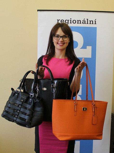 Marie Perlíková přinesla své kabelky